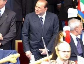 Böyle olur Berlusconi şakası