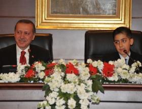 Başbakan koltuğu devrediyor