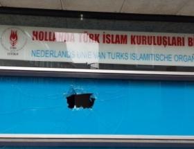 Hollandada, Türk kuruluşunun binası taşlandı