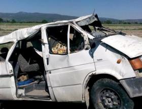 Minibüs devrildi: 13 yaralı
