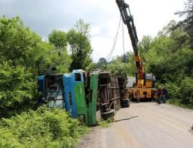 Madenci minibüsü TIRla çarpıştı!