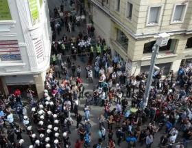 Göstericiler ile polis arasında gerginlik