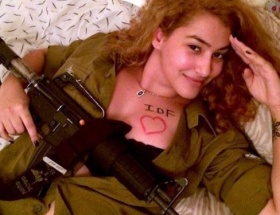 İsrail askerlerine çıplak destek