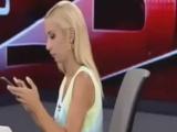 Balçiçek İlter Canlı Yayında Telefonla Oynarken Yakalandı