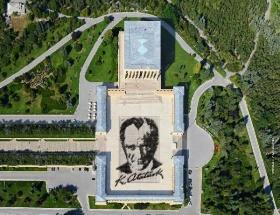 6bin kişi ile Atatürk portresi