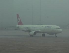 İzmirde sis sebebiyle 16 uçuş iptal edildi