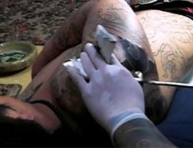 Ölülerden dövme yapıyorlar