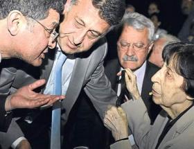 DSPliler Ecevitini kabrini ziyaret etti