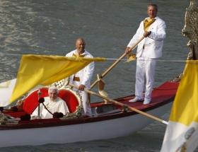 Venedikten Papa geçti
