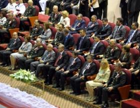 Erdoğan ve Davutoğlunun ilk resmi töreni