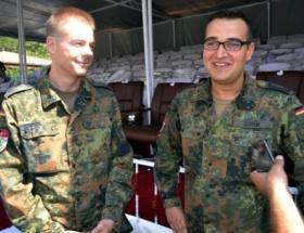 Alman ve Türk askerler Zafer Bayramını birlikte kutladı