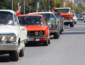 Klasik otomobillerle zafer turu