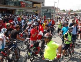 Yüzlerce bisikletli Taksime çıktı