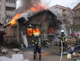 Önce evleri şimdi otomobilleri yandı