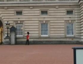 Kraliçenin askeri şaşırttı