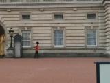 Kraliçenin askeri nöbette sıkılınca