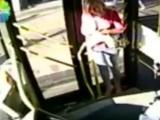 Belediye otobüsünde gergin anlar!