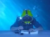 Sony Xperia Z3′ün kutusunu su altında açtılar