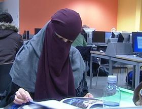 Osloda okulda burkaya yasak