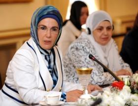 AK Parti Kadın Kolları yemekte