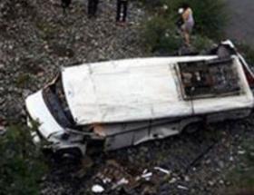 Otobüs devrildi:1 ölü, 46 yaralı