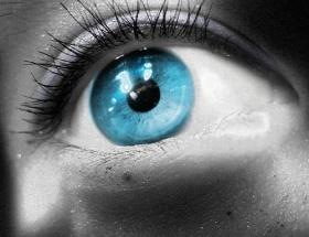 20 saniyede göz renginiz değişsin