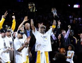 Kobe Bryant Ermenilere rağmen uçuyor!