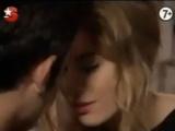Sinem Kobal bu kez öpüştü!
