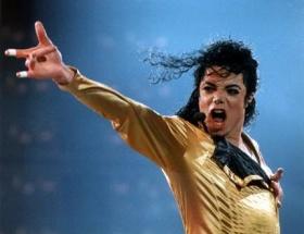 Michael Jackson sahneye çıkıyor