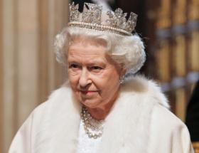İngiltere Kraliçesiden üç boyutlu Noel mesajı