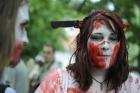 Şehri zombiler bastı