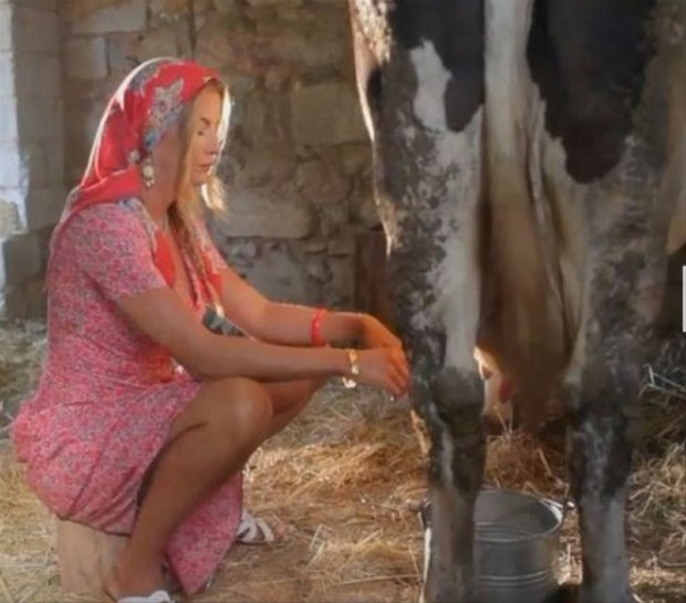 İvana Sert Süt Sağarsa