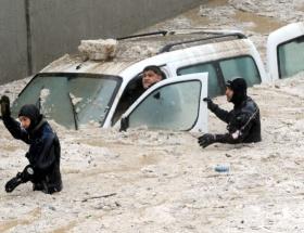 20 dakikalık yağmur Ankarayı felç etti