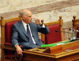Papandreu referandumdan vazgeçti