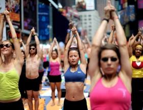 New Yorkun ortasında yoga