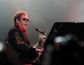 Elton John AIDSi yazıyor