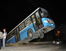 Belediye otobüsü şaha kalktı