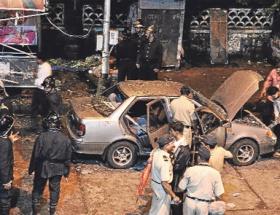 Yeni Delhide bina çöktü: 5 Ölü, 25 yaralı