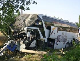 Yolcu otobüsü kamyonla çarpıştı: 1 ölü