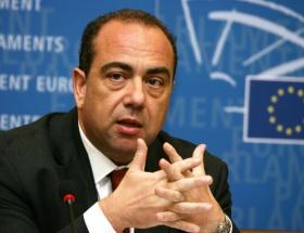 Rum Dışişleri Bakanı istifasını sundu