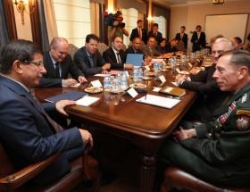 Petraeus Türkiyeden ayrıldı