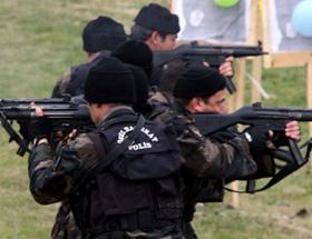 Özel Harekat Polisleri arazide