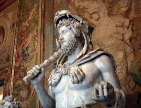Herakles yurda dönüyor