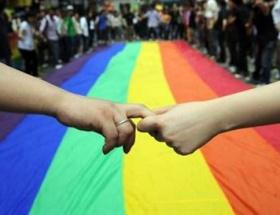 Gayler ve travestiler federasyonlaştı