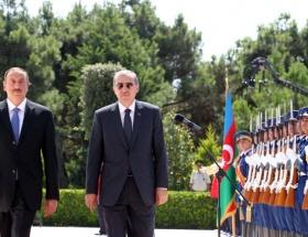 Erdoğan, şehitliği ziyaret etti
