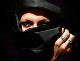 Bekar kadınlar, devlet krizi oldu