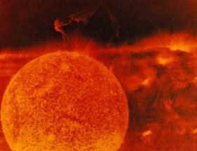 Güneşte şiddetli patlama