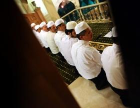 Eyüpte Kuran-ı Kerimli ve ilahili Miraç Kandili kutlaması
