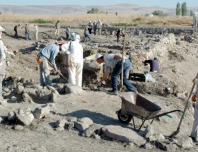 2300 yıllık manastırda kafatası bulundu