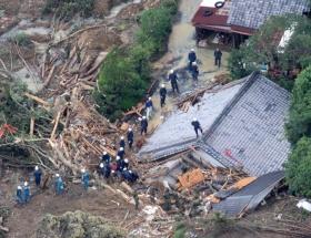 Nesat tayfunu Hong Kongu vurdu